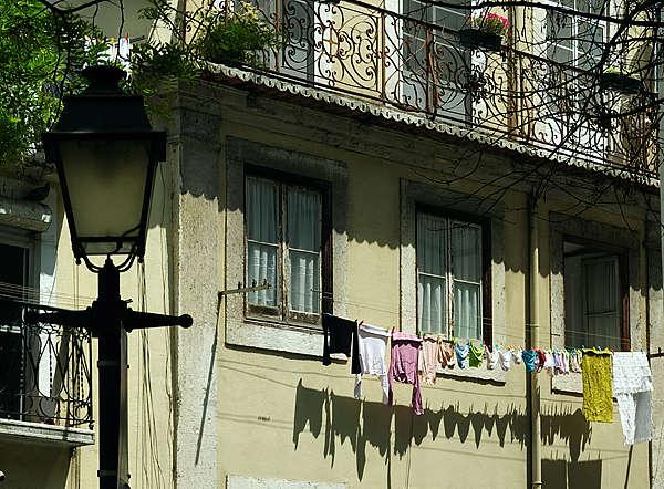 Lisboa ~ die Wäsche vor dem Fenster