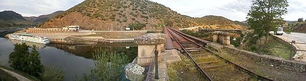 Parken im Schatten mit Aussicht auf Douro