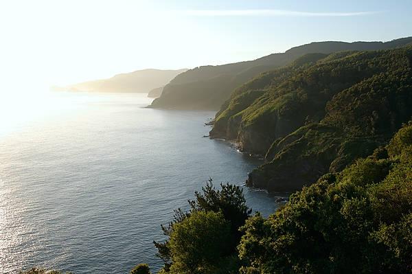 . . . und immer wieder geht die Sonne auf ~ die Küste im Morgenlicht . . .