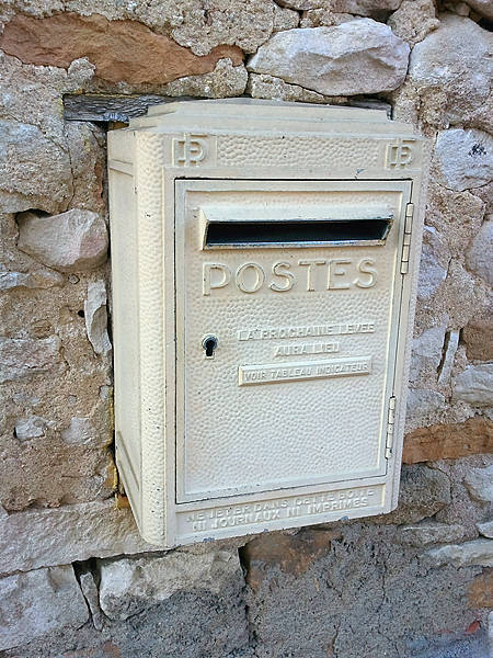 Ein offizieller Briefkasten ~ ob der wirklich noch geleert wird?