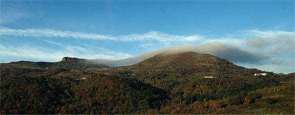 . . . im Nordwind schwappt eine Wolke über den Gipfel . . .