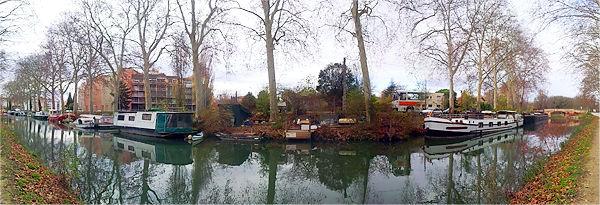 In Nachbarschaft von alten Hausbooten am Canal du Midi bei Toulouse