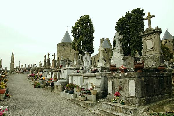 Friedhof vor den Mauern der Cité