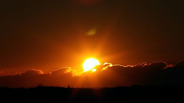 die Sonne bricht durch die Wolken . . .
