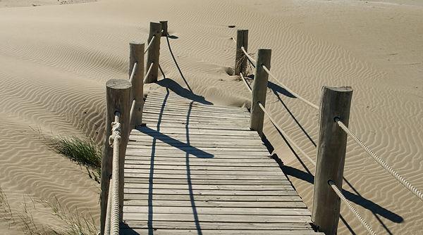 unter Sand begraben ~ Brettersteig zum Strand