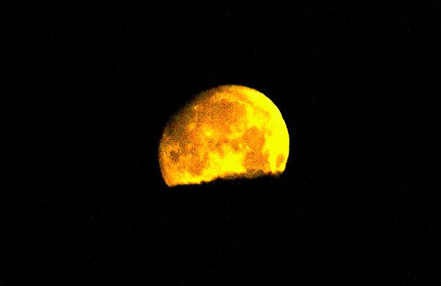 Viertel nach fünf - Monduntergang . . .
