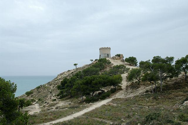Auf einem Hügel überm Meer ein Turm . . .