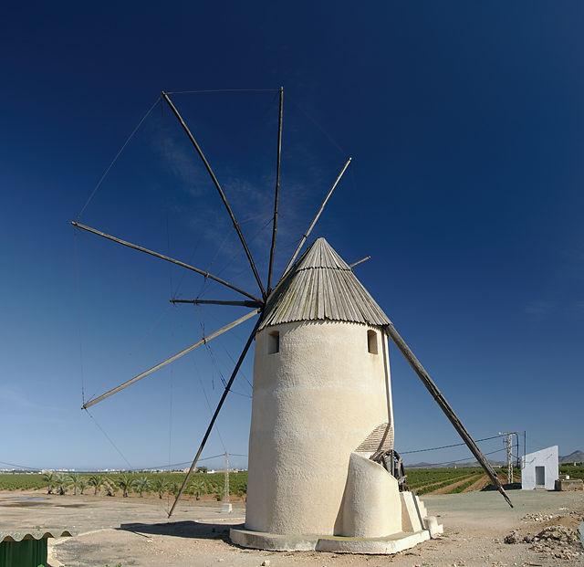 . . . da kann man als quiXote natürlich nicht vorbeifahren ~ Windmühle!