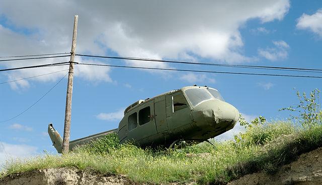 Letzter Einsatz ~ Wahrzeichen eines Schrottplatzes nahe Madrid ~ Bell UH-1 'Huey'