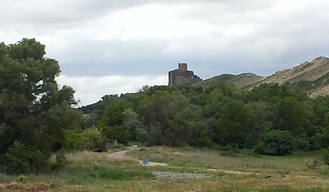 mit Burg bem Städchen Caporroso