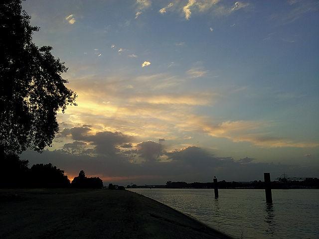 . . . und Abendstimmung am Rhein ;)