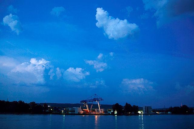 Containerhafen am Rhein