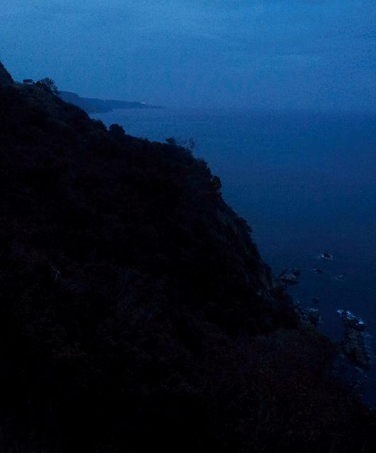 Costa Brava ~ links oben der alte Herr, rechts unten das Meer
