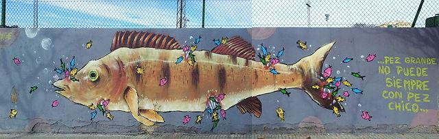 der große Fisch kann nicht immer mit dem kleinen Fisch