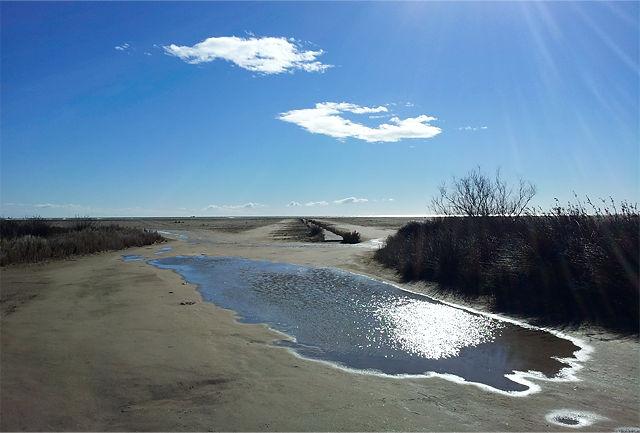 der Strand wieder trocken, klarer Himmel