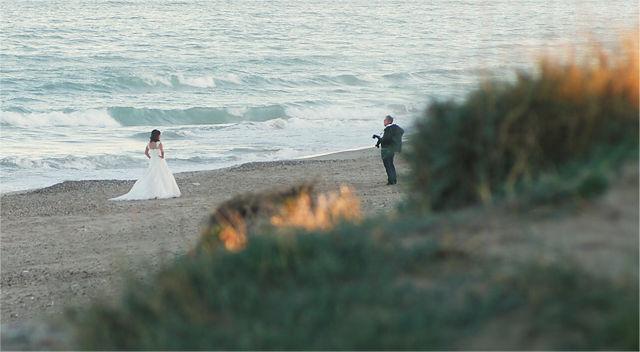 Die Braut und der Photograph in voller Montur