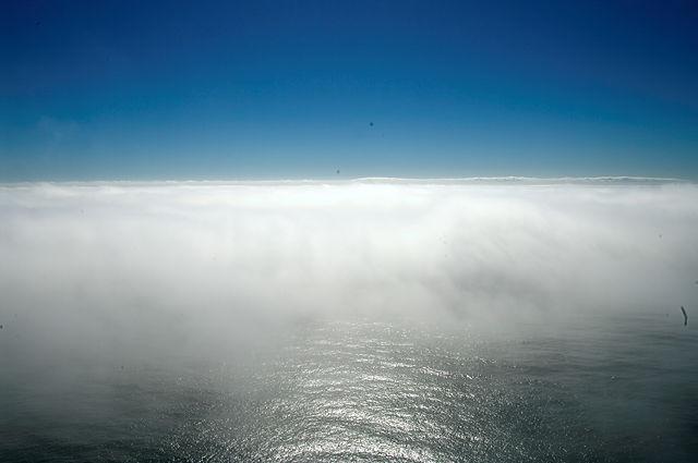 Nebel kommt übers Meer angerollt . . .