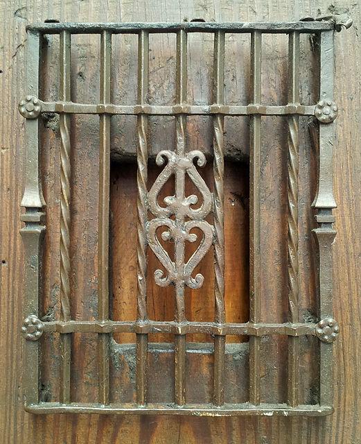 Detail vergitterter Türspion