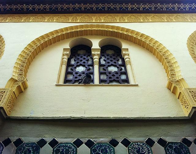 Fensterbogen mit Flugratte