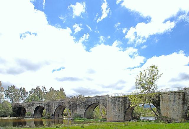 die alte Brücke über den Rio Tiétar