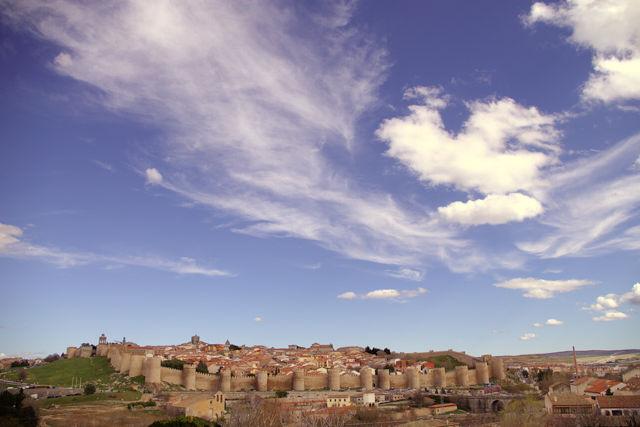 Ávila und die Stadtmauer mit 88 Türmen und 9 Toren ~ ich hab sie nicht gezählt!