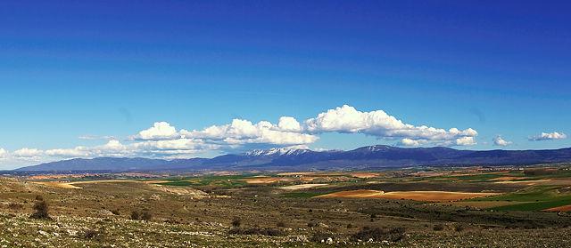Blick über die Ebene zur Sierra de Guadarrama