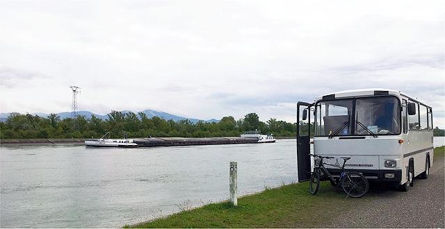 wieder an heimischen Gewässern ~ der alte Herr Magirus am Ufer des Rheins