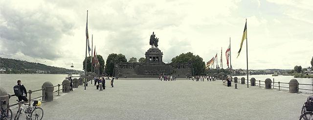 der Platz vor dem alten Willi