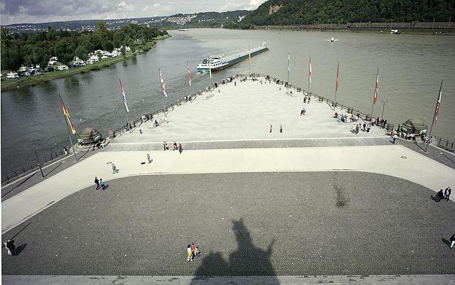 Mosel (links) trifft Rhein (rechts) ~ das Deutsche Eck