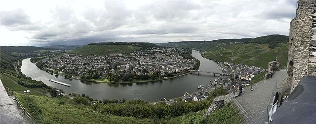 Moselschleife bei Bernkastel-Kues ~ Panorama von der Burg aus