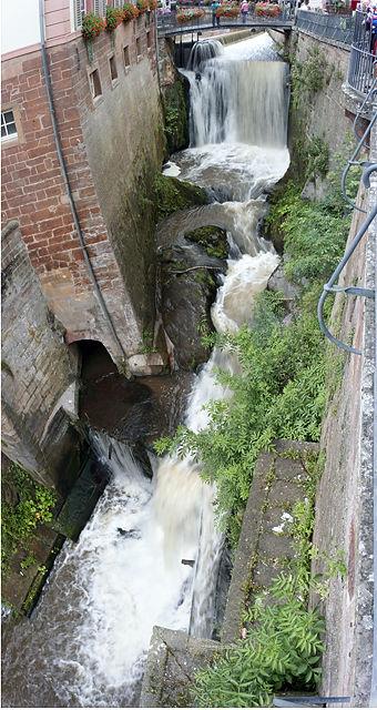 Wasserfall mitten in der Stadt ~ der Leukbach