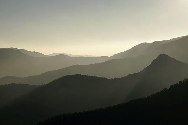 Bergketten im Gegenlicht II
