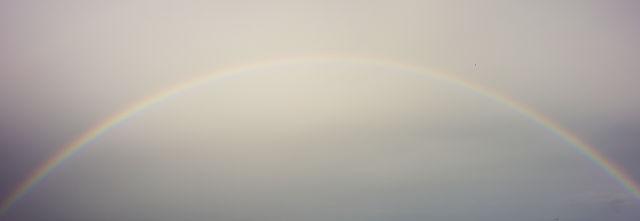 ein Regenbogen überspannt den Himmel . . .