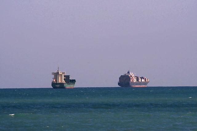 Schiffe auf der Reede vor Valencia