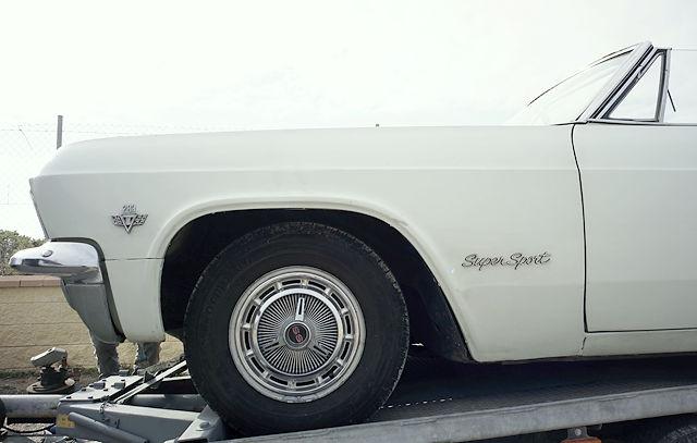 Chevrolet Impala SS auf dem Autoanhänger
