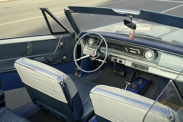 Impala ~ in das zweitürige Cabriolet kann Mensch hineinlaufen, ohne die Sitze umzuklappen ;)