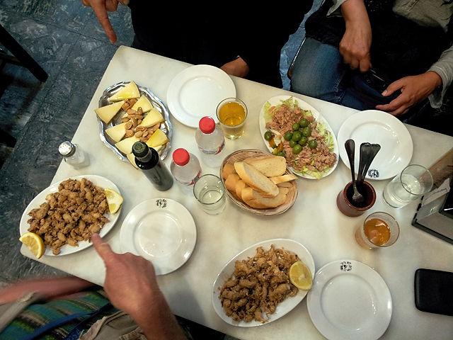 zu Tisch für einen stärkenden Imbis ~ Chippirones, Käse, Salat ~ hmmmmmh!