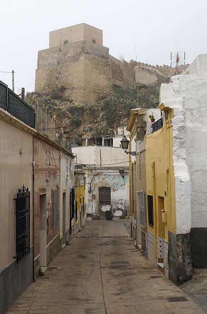 bei der Alcazaba ~ rein in die Gasse . . .