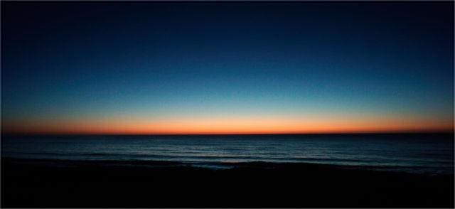eine halbe Stunde vor Sonnenaufgang