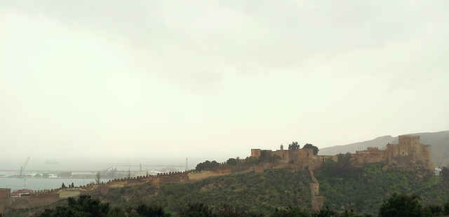 Alcazaba von Almería im Regen