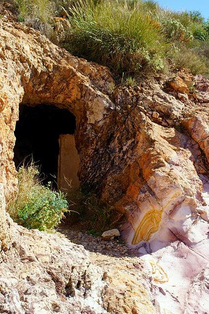 noch ein Mineneingang ~ sogar am Eingang sieht es goldig aus