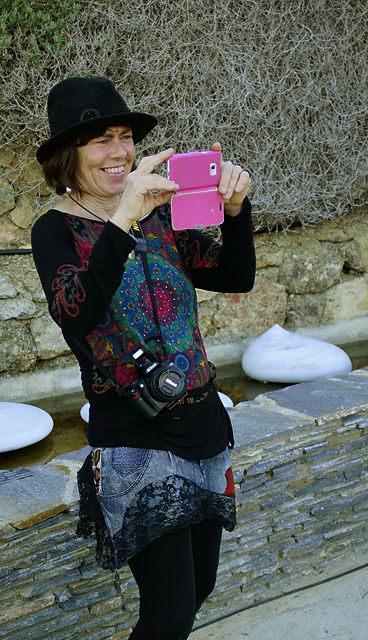 Anne Kampschulte ~ die Künstlerin dokumentiert das bunte Völkchen ihrer  Gäste