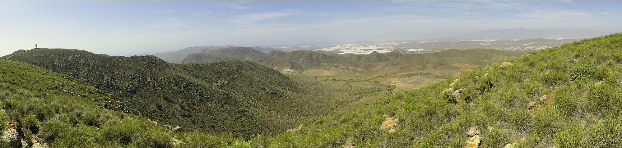 * Blick von Süden über Westen nach Norden ~ Panorama überspannt 190° *
