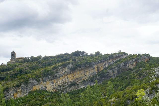 Sierra de Guara ~ die Kirche von Rodellar auf ihrer Felswand