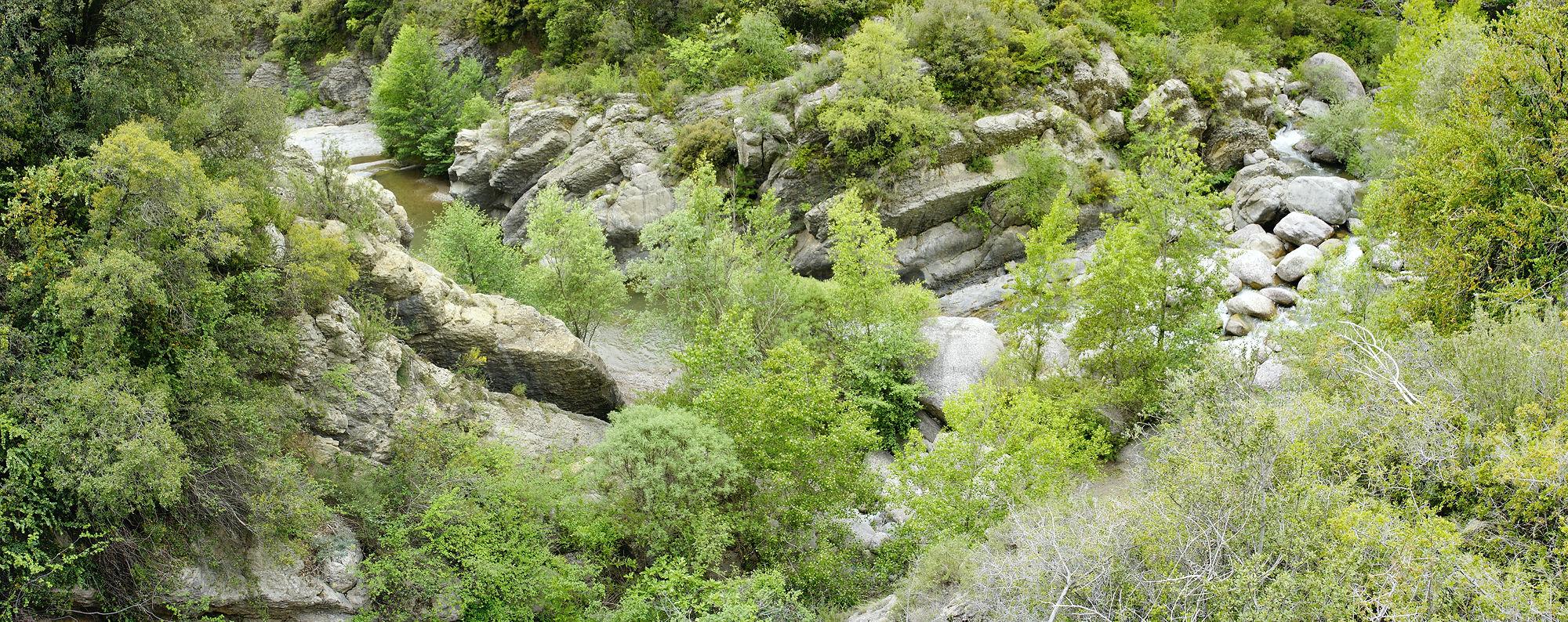 * Blick hinunter zum El Flamsell unter der Felswand *