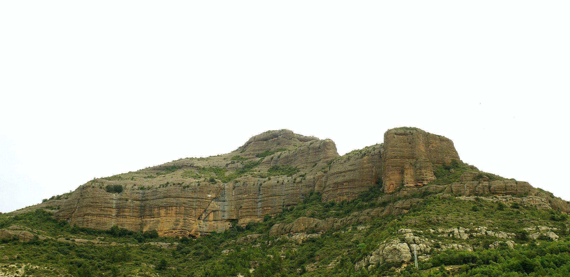* Sandsteinwand in den Pyrenäen ~ in der Mitte im unteren Drittel stand heute Nacht der alte Herr Magirus *