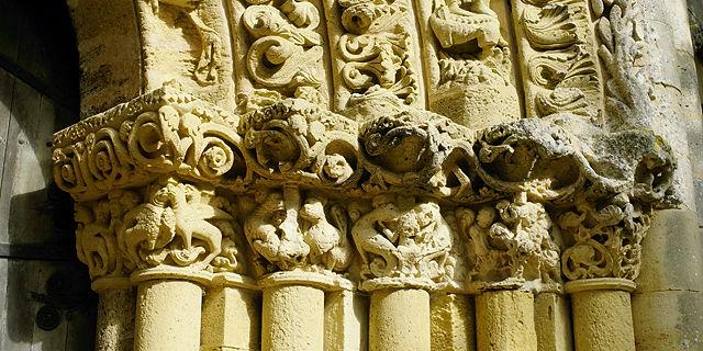 am Portal von Saint Nicolas ~ rechts