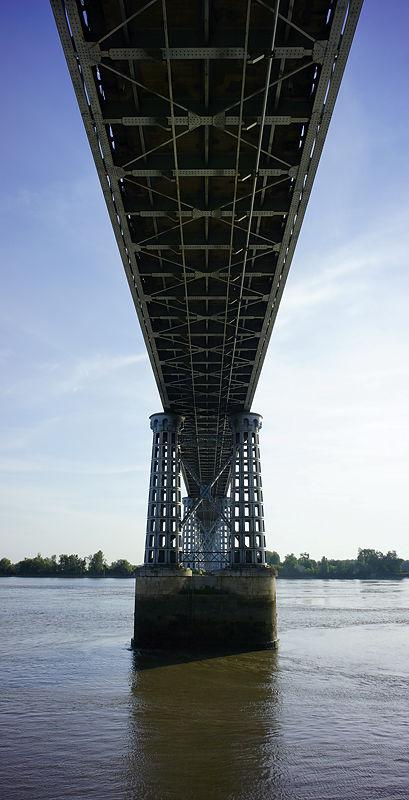 die alte Straßenbrücke ~ filigranes Geflecht aus genietetem Stahl