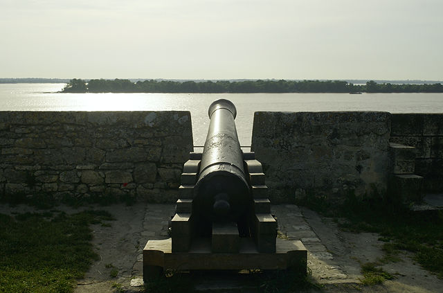 Kanonen bestreichen die Gironde ~ Citadelle de Blaye