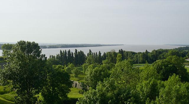 zurück zur Gironde ~ Blick von der Citadelle de Blaye